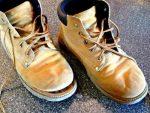 Каким лучше клеем клеить – Какой хороший клей для обуви, чтобы заклеить дома? Какой самый лучший клей для ремонта обуви?